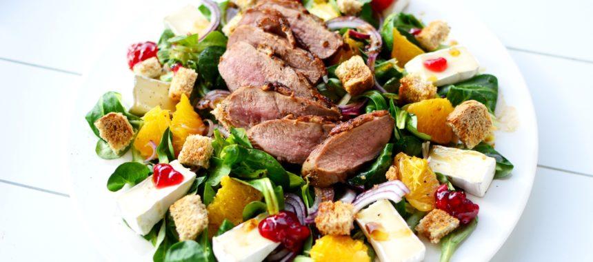 salatka-z-piersia-z-kaczki-camembertem-i-pomarancza-860x380